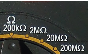 Omímetro de um multímetro automotivo