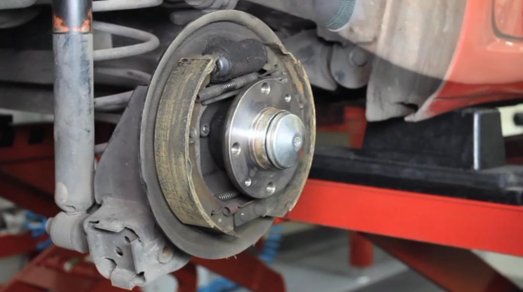 montagem dos discos de freio do Fiat Punto 2008 1.4 ELX Flex