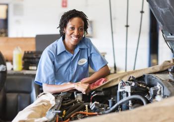 A fórmula da superação mulher na reparação Automotiva