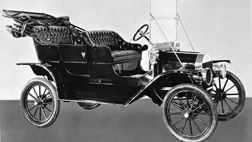 O Ford Modelo T foi o primeiro carro fabricado pela montadora