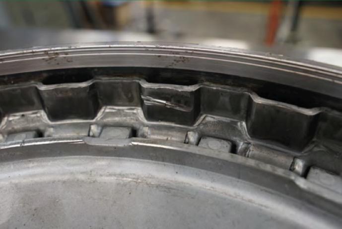 Encaixe da carcaça da embreagem 6R140 onde os discos de aço gastaram as estrias