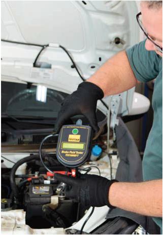Para analisar o estado do fluído de freio é necessário utilizar o equipamento Textar Brake Fluid Tester,